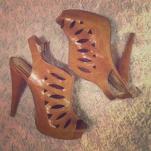 Shoe dazzle size 7.5 GUC high high heels